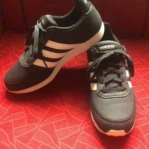 Adidas sneakers woman's 9